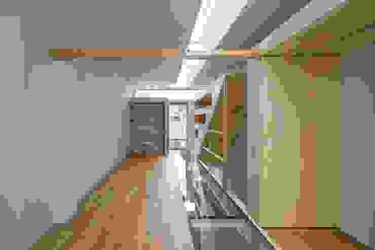 ห้องโถงทางเดินและบันไดสมัยใหม่ โดย 藤原・室 建築設計事務所 โมเดิร์น