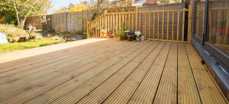 Can you imagine your summers out on this decking? by The Market Design & Build Minimalist لکڑی Wood effect