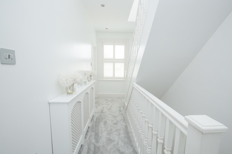 A hallway for the glamorous! Modern Corridor, Hallway and Staircase by The Market Design & Build Modern
