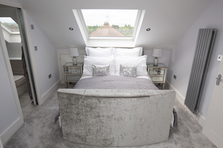I'd never want to leave this bed!:  Bedroom by The Market Design & Build,