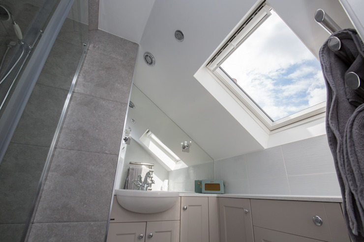 An ensuite to accompany... Modern bathroom by The Market Design & Build Modern