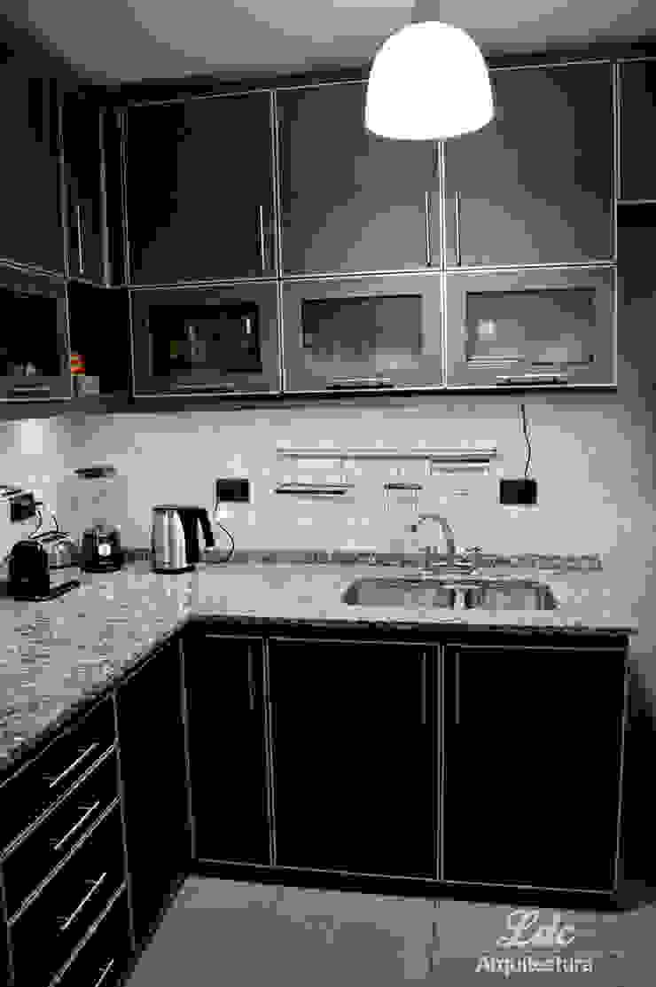 LDC Arquitectura Modern kitchen Chipboard Black