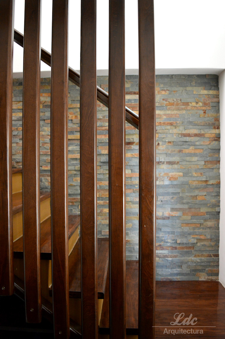 LDC Arquitectura Modern Corridor, Hallway and Staircase Wood Wood effect