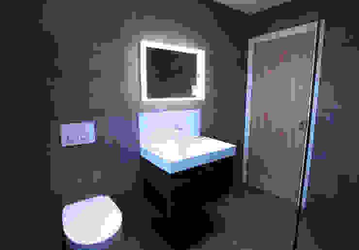A bachelor's bathroom... Modern bathroom by The Market Design & Build Modern
