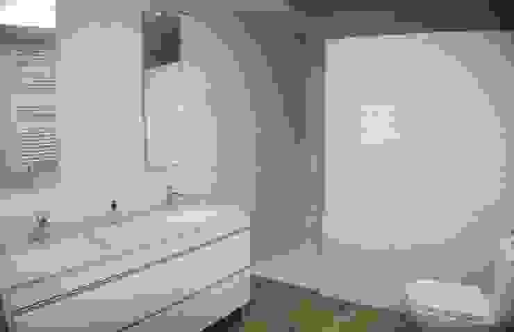 Reforma de Baño en Valencia: Baños de estilo  de Gestionarq, arquitectos en Xàtiva, Moderno Cerámico