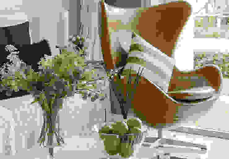 Ruang Keluarga Gaya Skandinavia Oleh Homemate GmbH Skandinavia