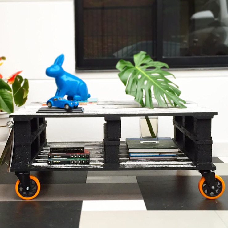 Mesa con revistero:  de estilo industrial por Take It, Industrial Madera Acabado en madera