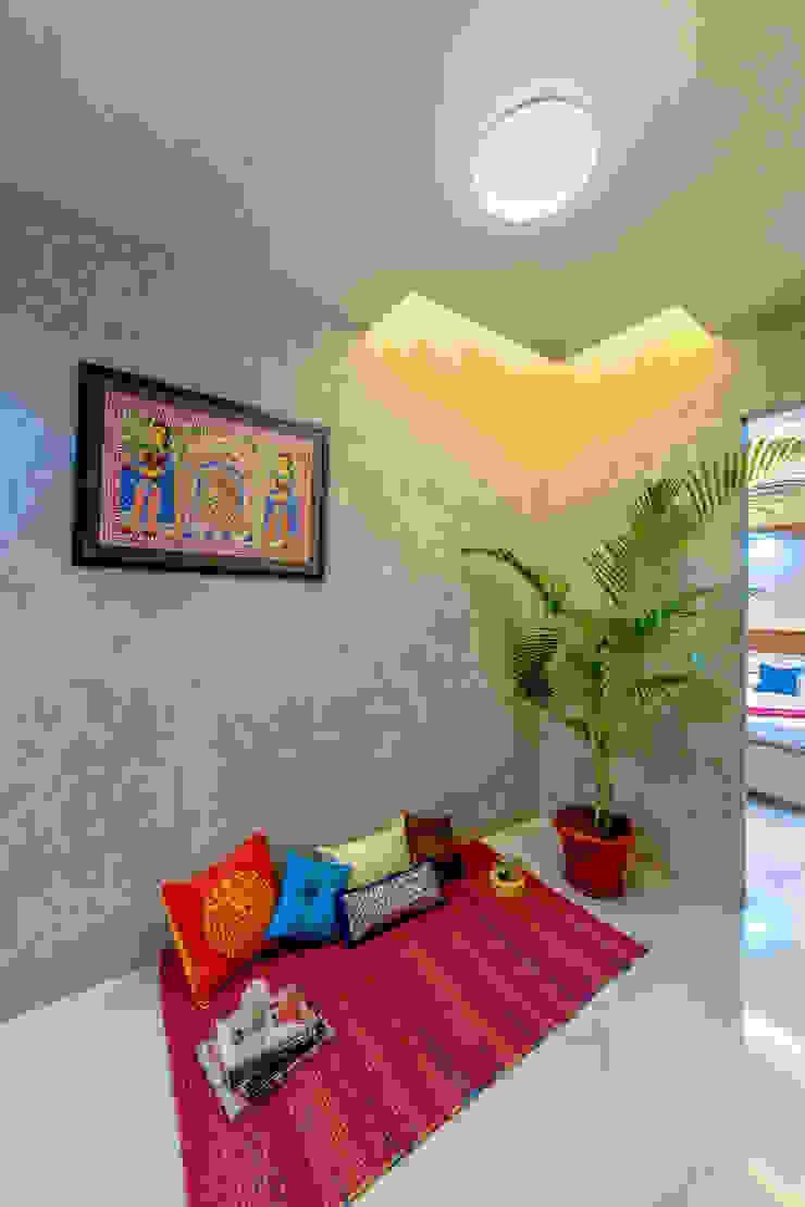 Eclectic style corridor, hallway & stairs by Saar Interior Design Eclectic
