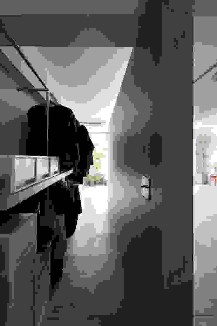 MORTAR POT nuリノベーション Minimalist corridor, hallway & stairs
