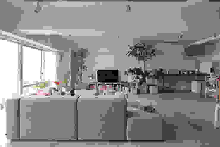 MORTAR POT Phòng khách phong cách tối giản bởi nuリノベーション Tối giản