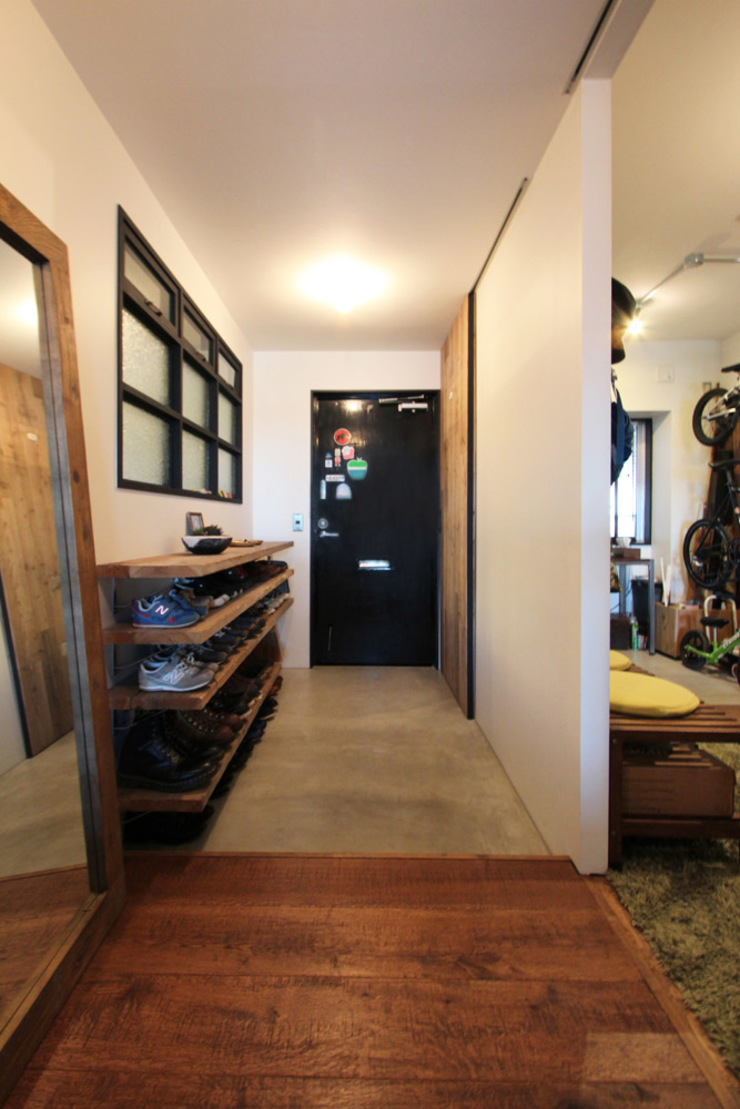 vintage×sozai nuリノベーション Minimalist corridor, hallway & stairs