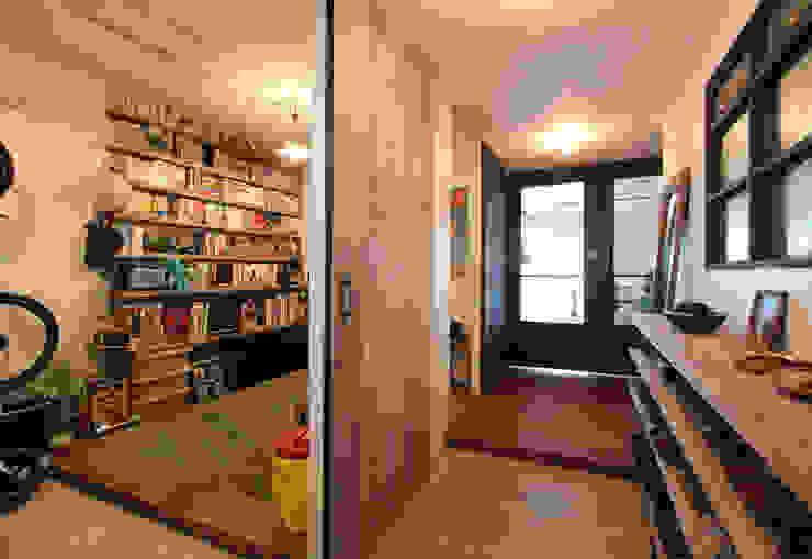 vintage×sozai nuリノベーション Pasillos, vestíbulos y escaleras minimalistas