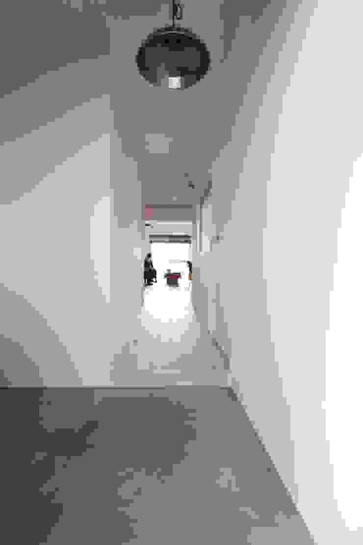 otokonoshiro nuリノベーション Minimalistischer Flur, Diele & Treppenhaus