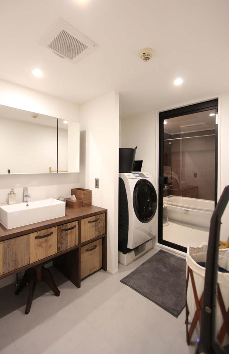 vintage×sozai Minimalist style bathroom by nuリノベーション Minimalist