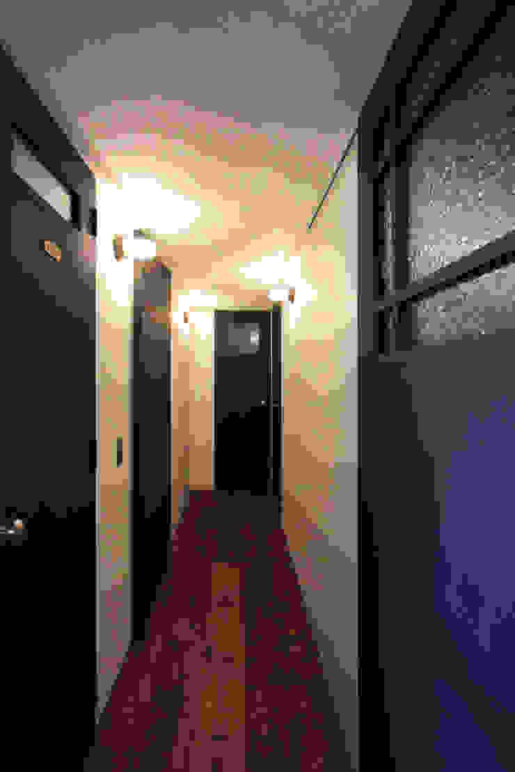 vintage×sozai Minimalist corridor, hallway & stairs by nuリノベーション Minimalist