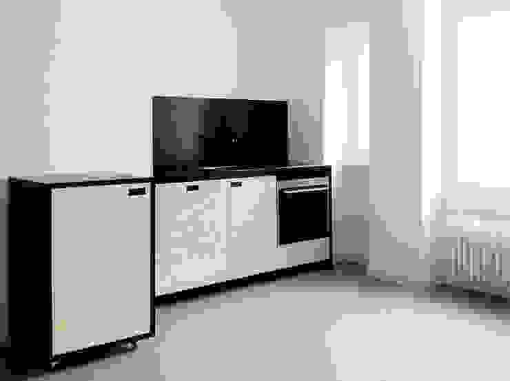 KITCHEN IN BLACK Moderne Küchen von Maison du Bonheur Modern