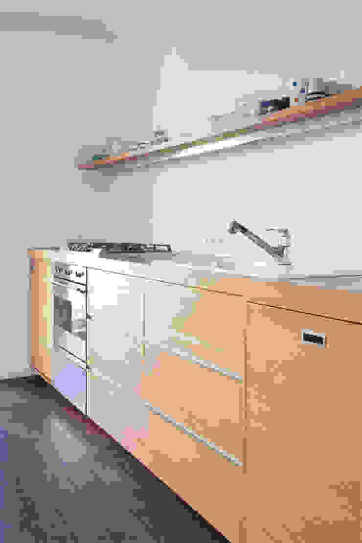 KITCHEN IN OAK Moderne Küchen von Maison du Bonheur Modern