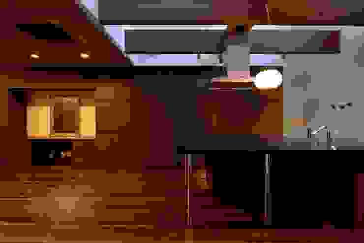Cocinas de estilo moderno de 株式会社 大岡成光建築事務所 Moderno
