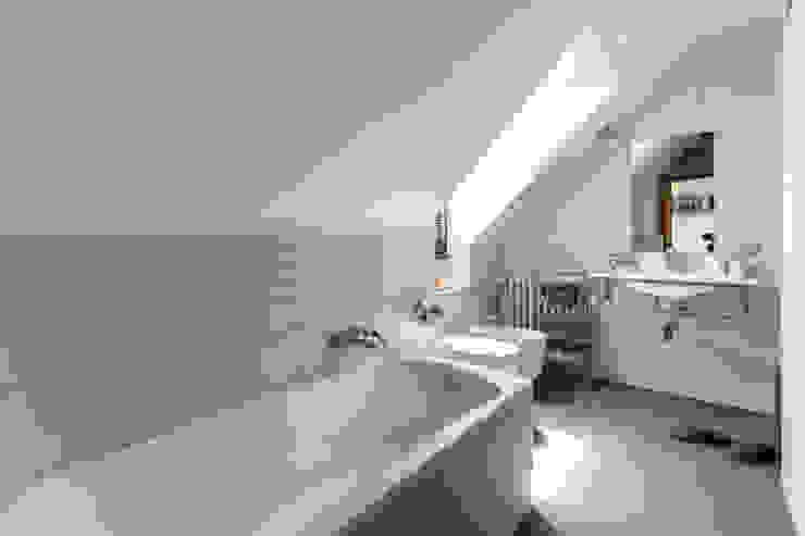 Nowoczesna łazienka od Architrek Nowoczesny