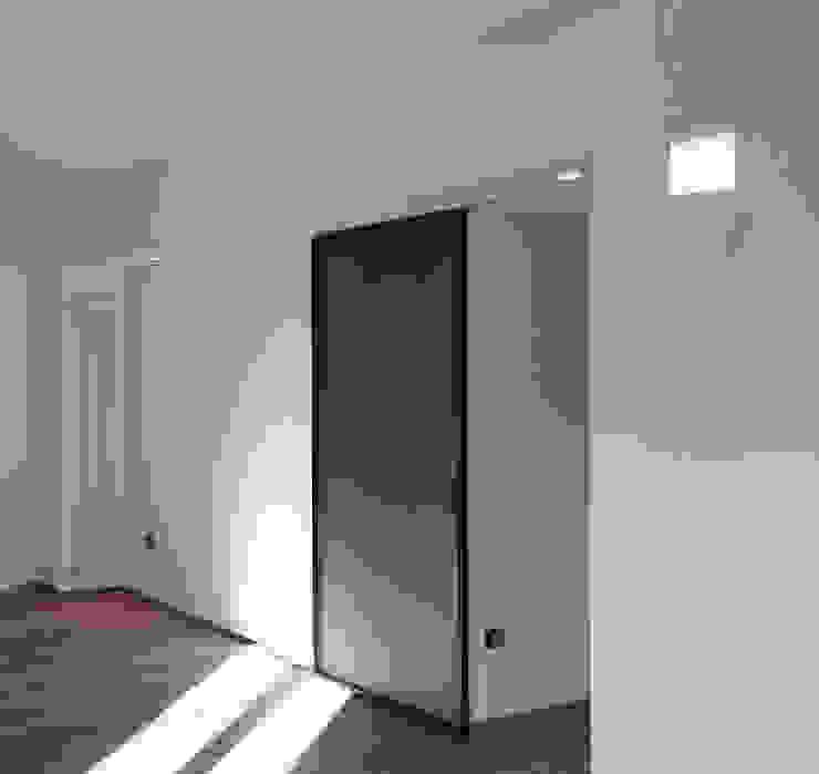 scorcio del soggiorno Soggiorno minimalista di M2Bstudio Minimalista Legno Effetto legno