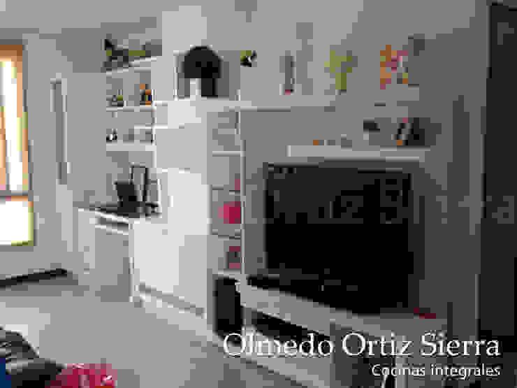 Mueble de Entretenimiento con escritorio de Cocinas Integrales Olmedo Ortiz Sierra Moderno Madera Acabado en madera