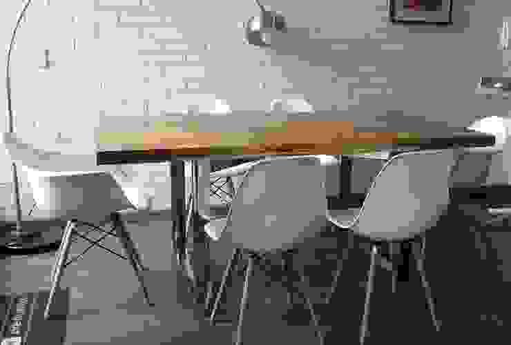 Comedor de estilo  por La Carpinteria - Mobiliario Comercial,