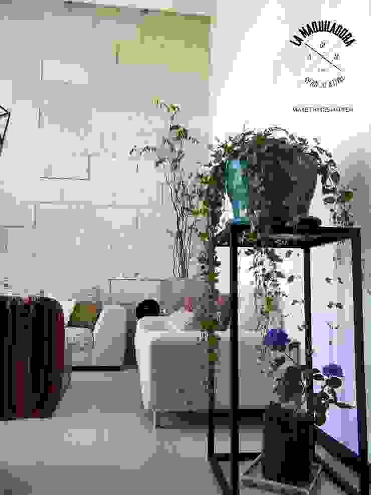 by La Maquiladora / taller de ideas Modern