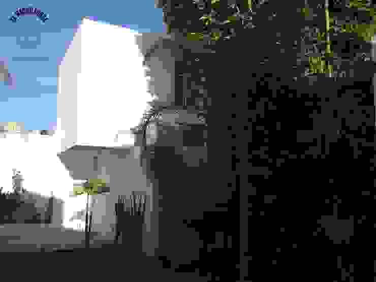 Minimalist houses by La Maquiladora / taller de ideas Minimalist