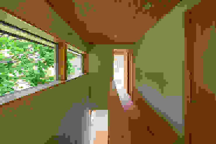 Pasillos y vestíbulos de estilo  de 中山大輔建築設計事務所/Nakayama Architects, Ecléctico