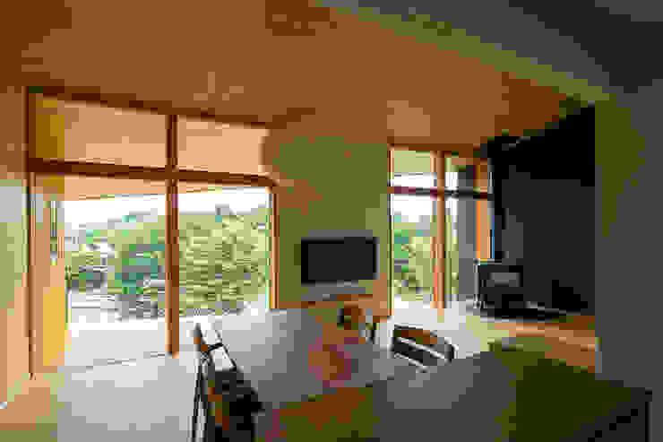 Comedores de estilo  de 中山大輔建築設計事務所/Nakayama Architects, Ecléctico