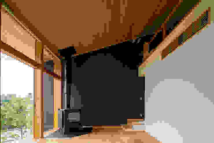 Salones de estilo  de 中山大輔建築設計事務所/Nakayama Architects, Ecléctico