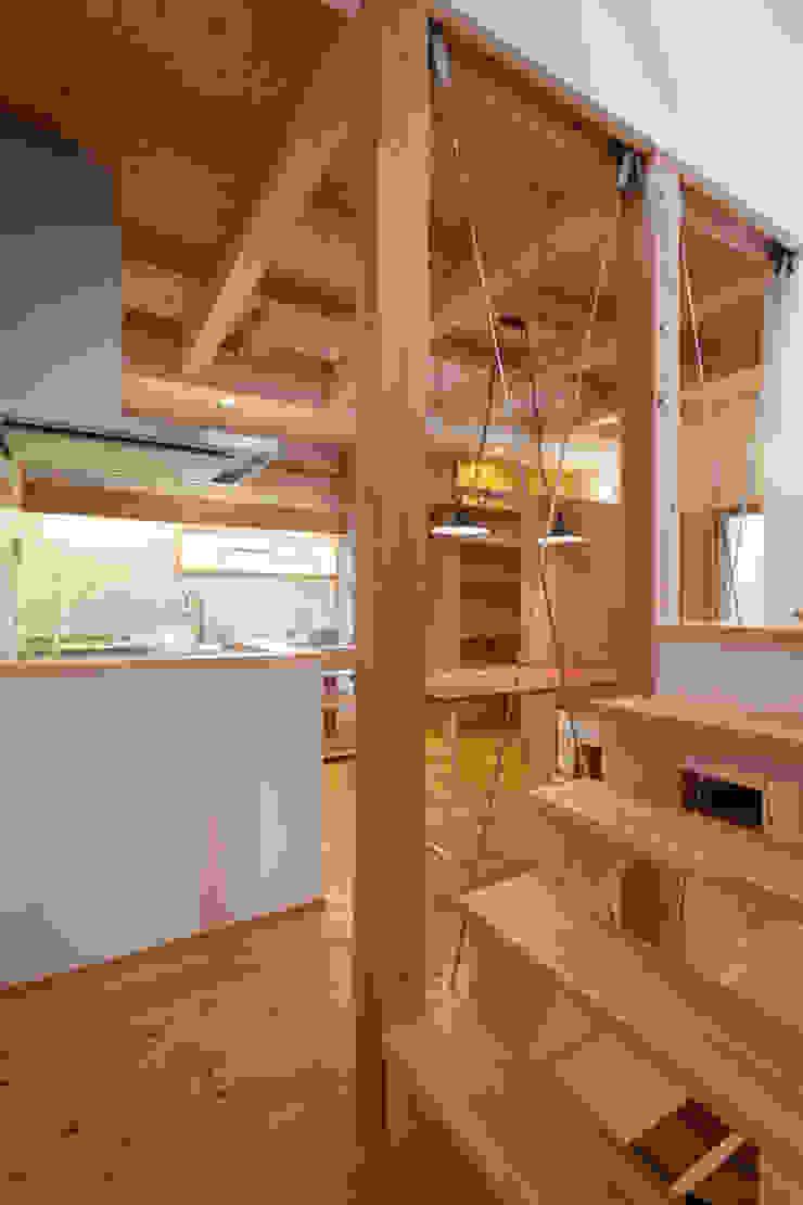 Salas de jantar ecléticas por 株式会社グランデザイン一級建築士事務所 Eclético Madeira Acabamento em madeira