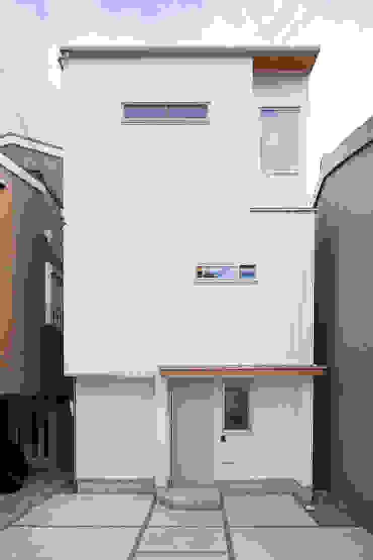 株式会社グランデザイン一級建築士事務所 Eclectic style corridor, hallway & stairs Metal White