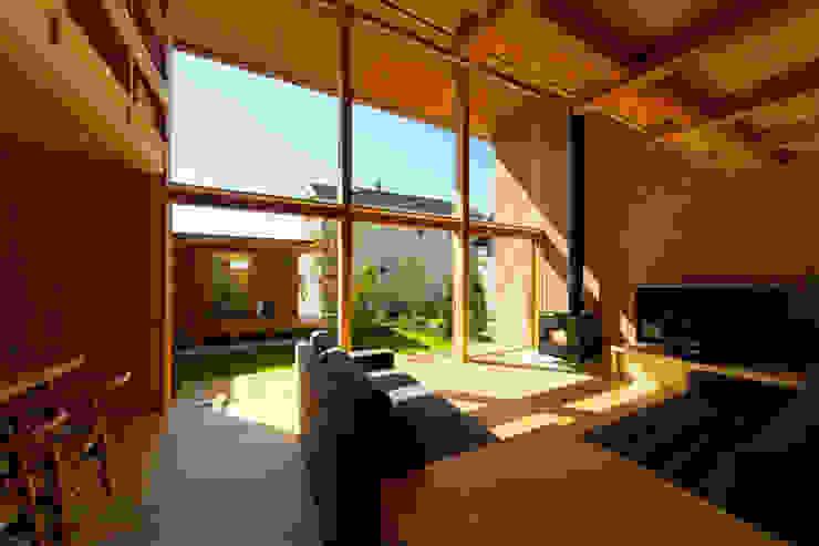 下古山・中庭のある家 中山大輔建築設計事務所/Nakayama Architects オリジナルデザインの リビング