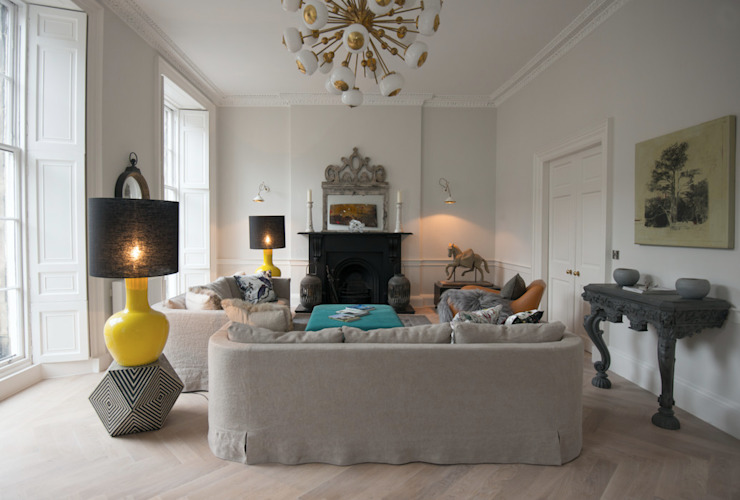Stylish Yet Comfortable Sitting Room Soggiorno eclettico di Hen & Crask Edinburgh Eclettico