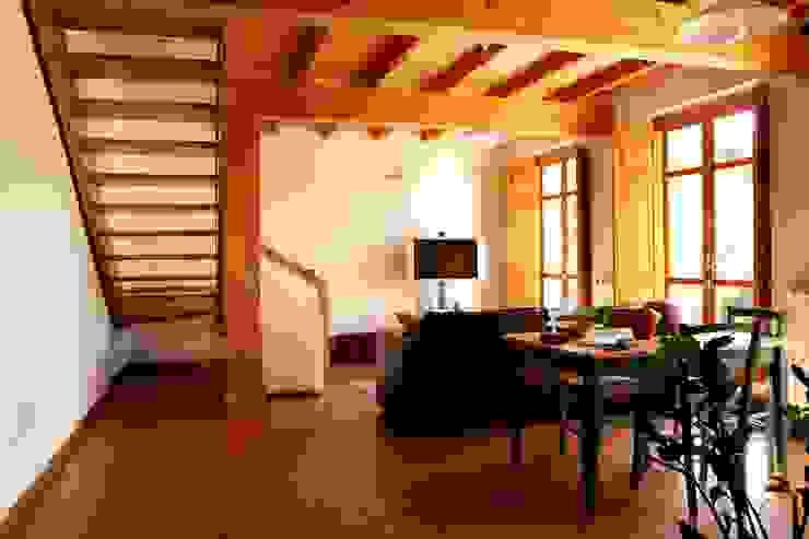 غرفة المعيشة تنفيذ Studio di Architettura Ortu Pillola e Associati, بحر أبيض متوسط خشب Wood effect
