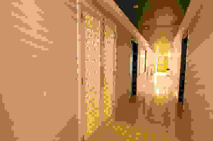 Hibiscus Gurgaon: modern  by ACQ Design,Modern