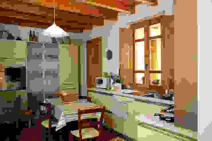 مطبخ تنفيذ Studio di Architettura Ortu Pillola e Associati, بحر أبيض متوسط خشب Wood effect