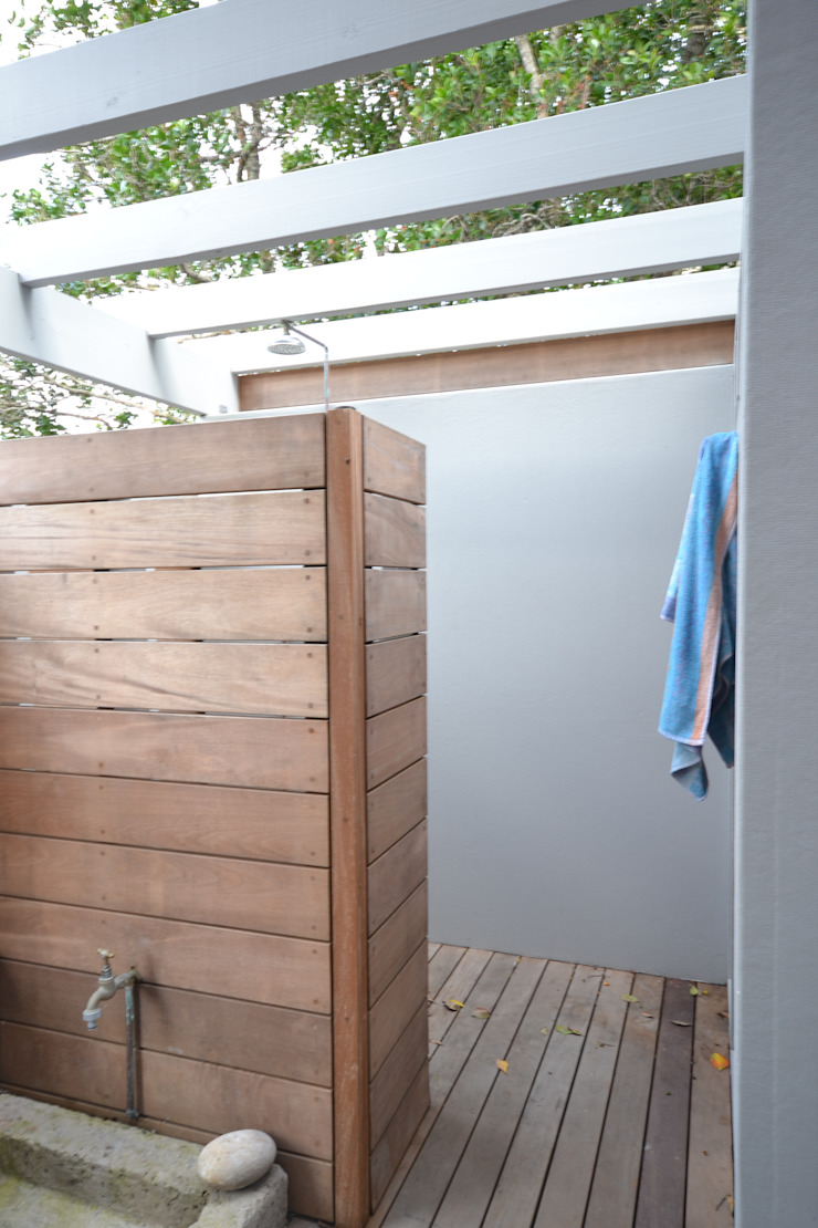 Timber house renovation Nieuwoudt Architects Jardines de estilo rural