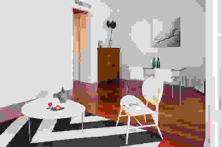 Living room detail โดย Markham Stagers โมเดิร์น