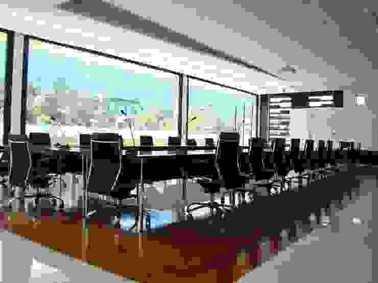 Sala Concejo PUJ de Heritage Design Group Minimalista