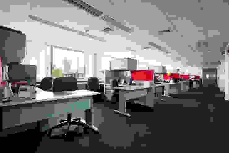 Oficinas y Tiendas de estilo  por homify, Moderno
