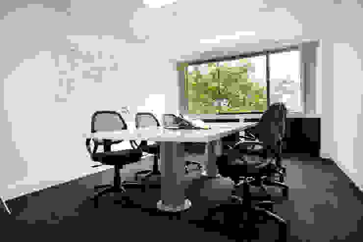 Sala de reuniones de homify Moderno