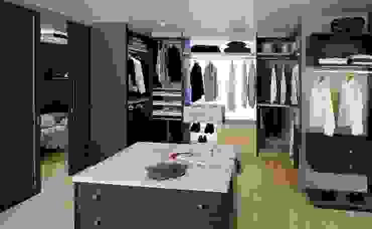Modern dressing room by Antoine de Castéras Modern