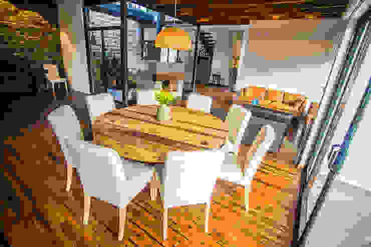 Moderne eetkamers van ICAZBALCETA Arquitectura y Diseño Modern