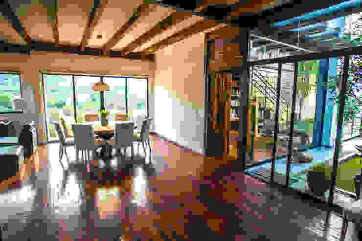 Phòng ăn phong cách hiện đại bởi ICAZBALCETA Arquitectura y Diseño Hiện đại