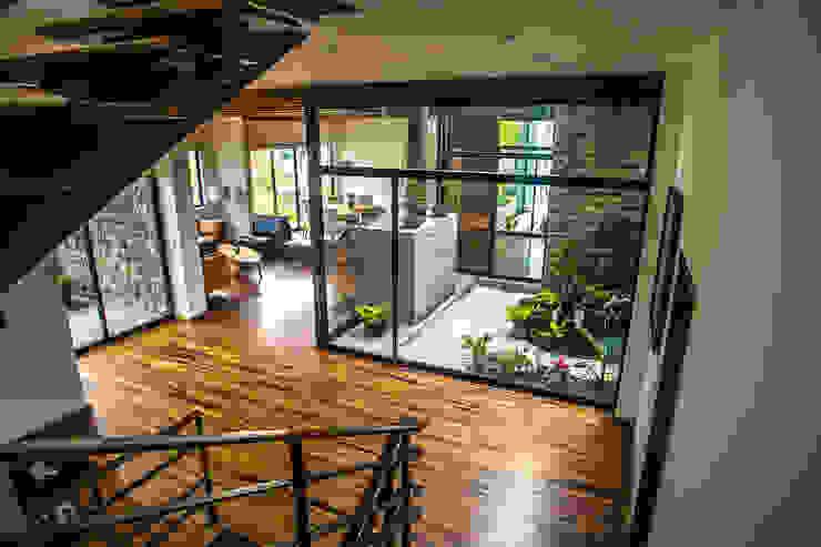 بلكونة أو شرفة تنفيذ ICAZBALCETA Arquitectura y Diseño , حداثي
