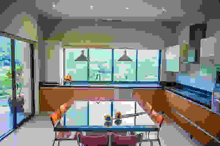 Moderne keukens van ICAZBALCETA Arquitectura y Diseño Modern
