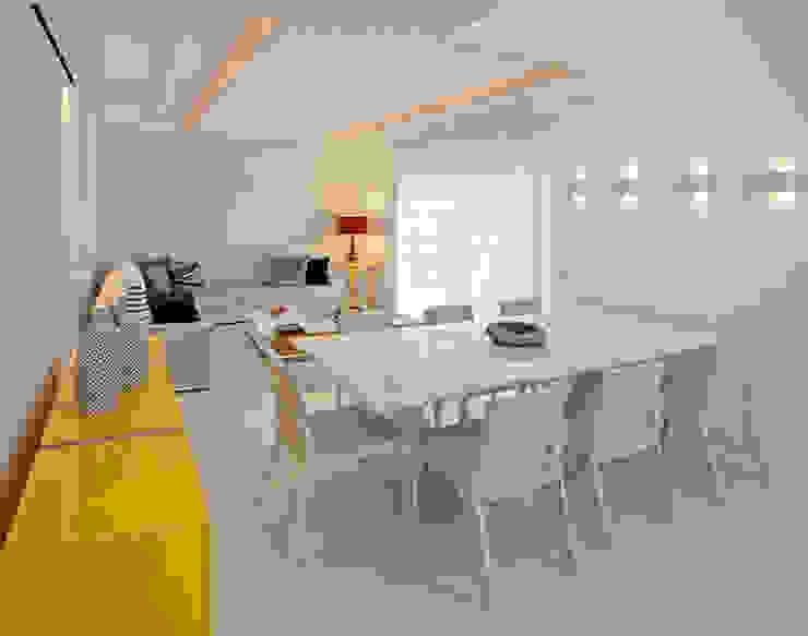 Confiram esse living em tons neutros com pontos de cor! Salas de jantar modernas por Andréa Spelzon Interiores Moderno