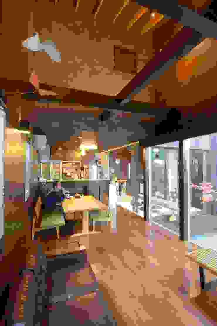 四季の家 松浦一級建築設計事務所 リビングルームアクセサリー&デコレーション 木 木目調